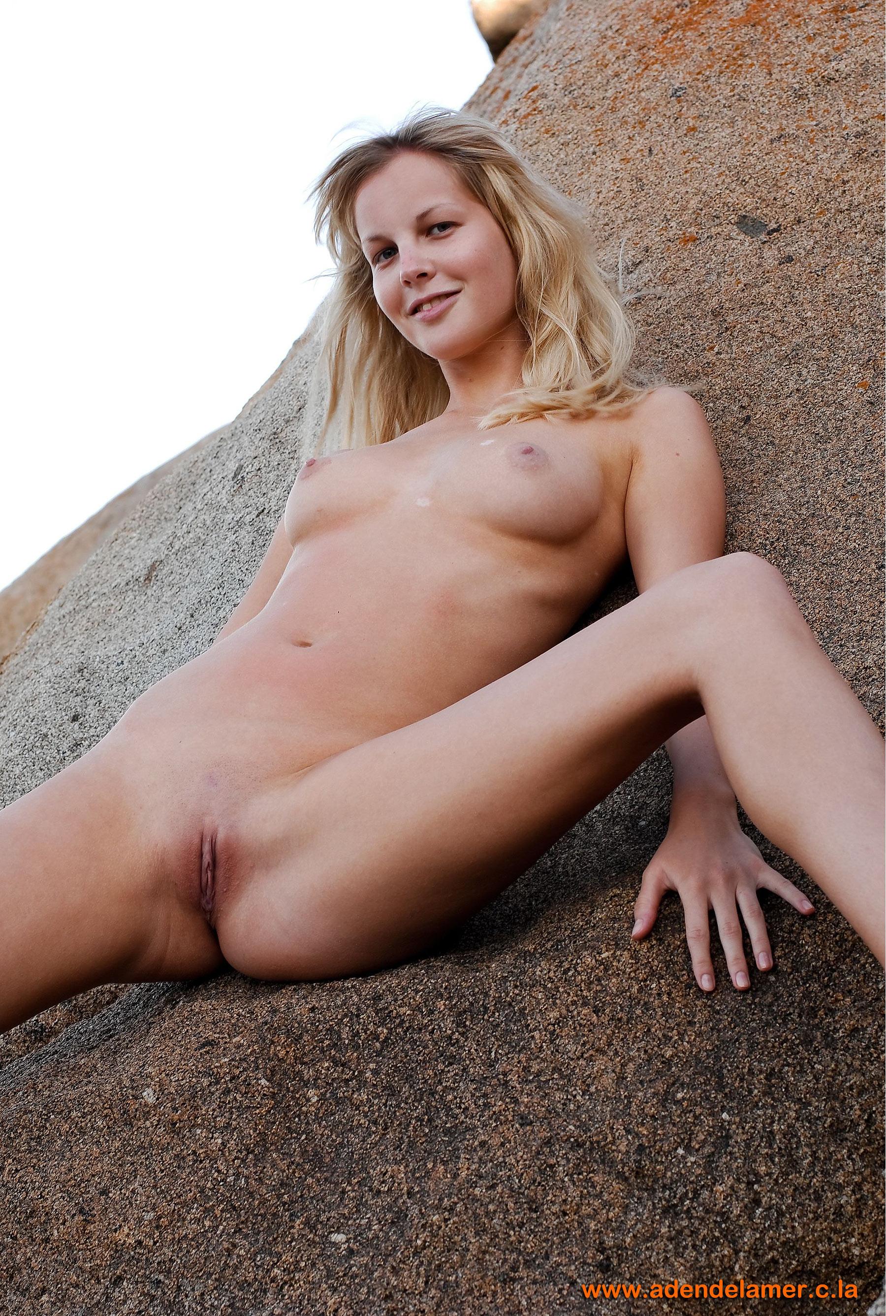 Фото хорошенькие голенькие девушки 20 фотография