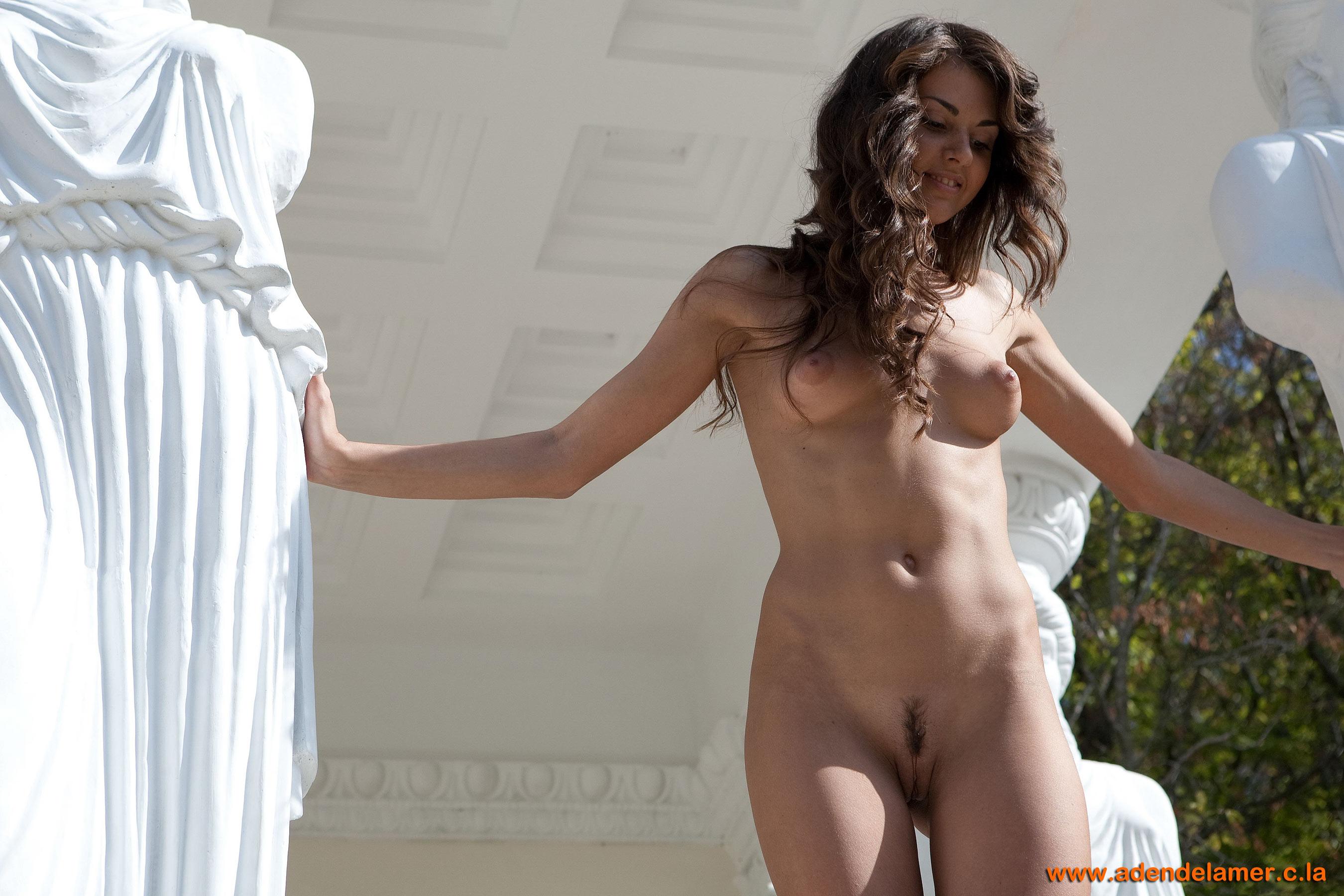 Фото голые девушки на сцене 16 фотография