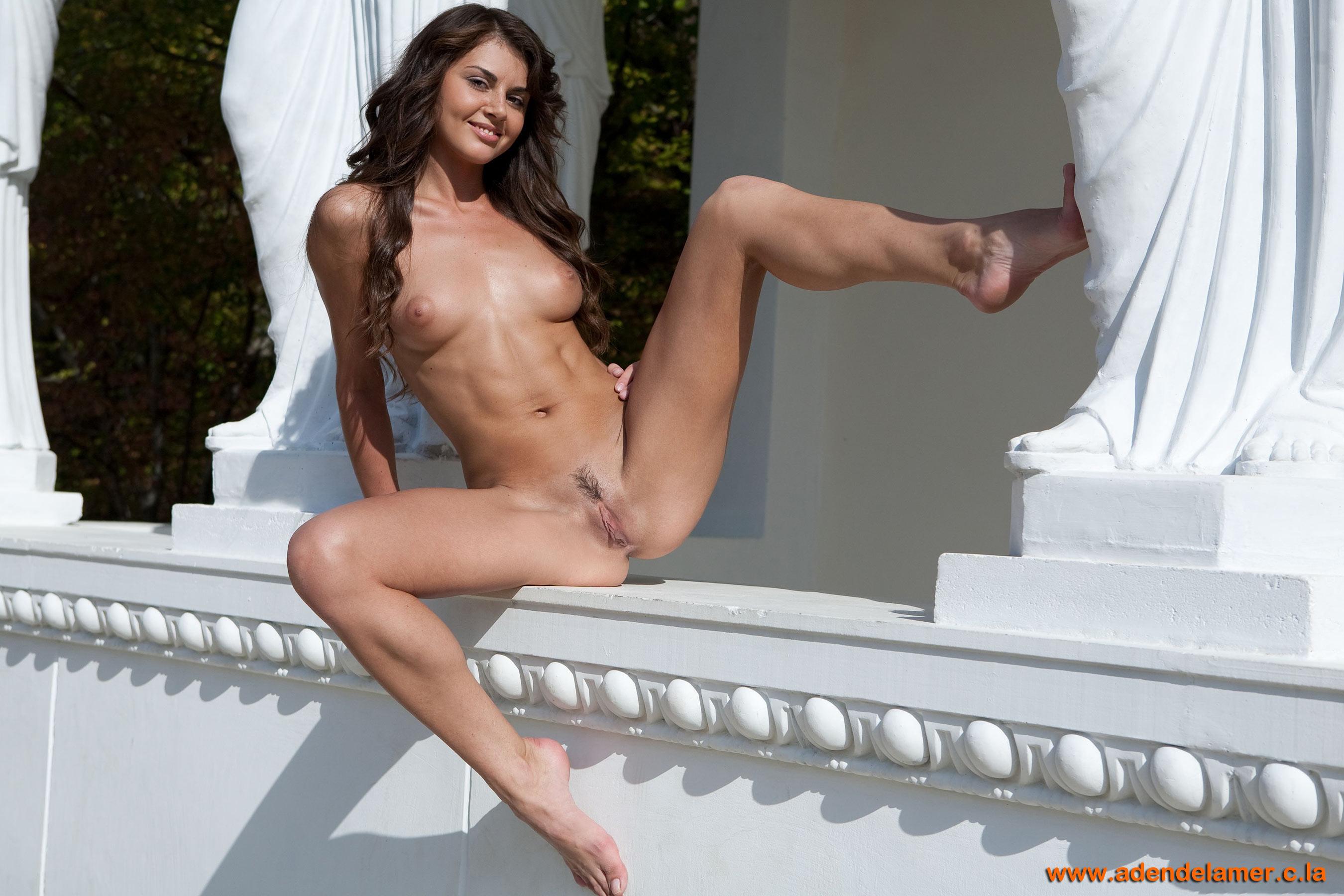 Фото обнажённой девушки в полный рост 8 фотография